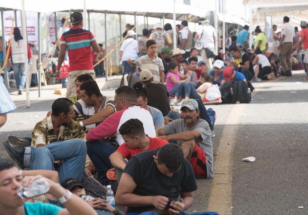 Resultado de imagen para Miles de migrantes esperan en la frontera sur entrar legalmente a México